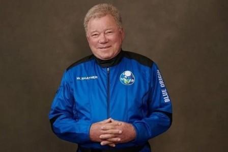 Ο William Shatner γίνεται ο γηραιότερος άνθρωπος που ταξίδεψε στο διάστημα