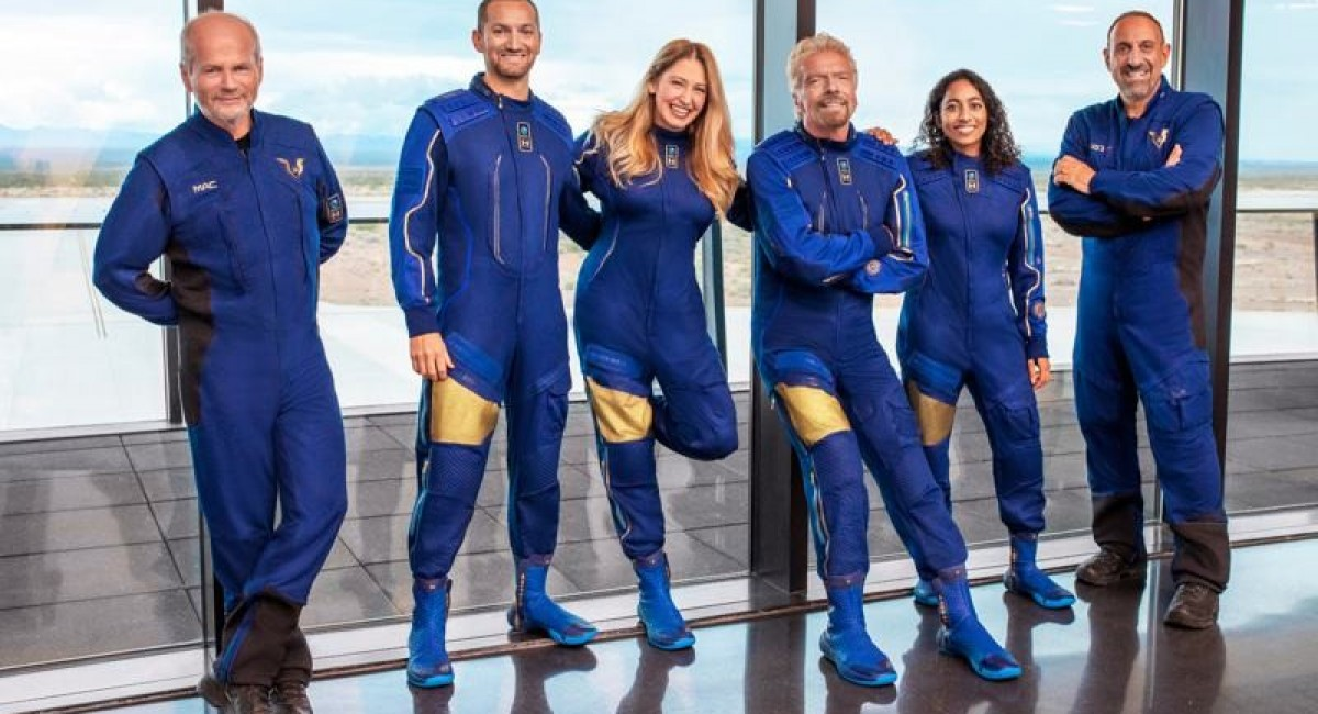 Virgin Galactic plans to send Richard Branson to space before Jeff Bezos